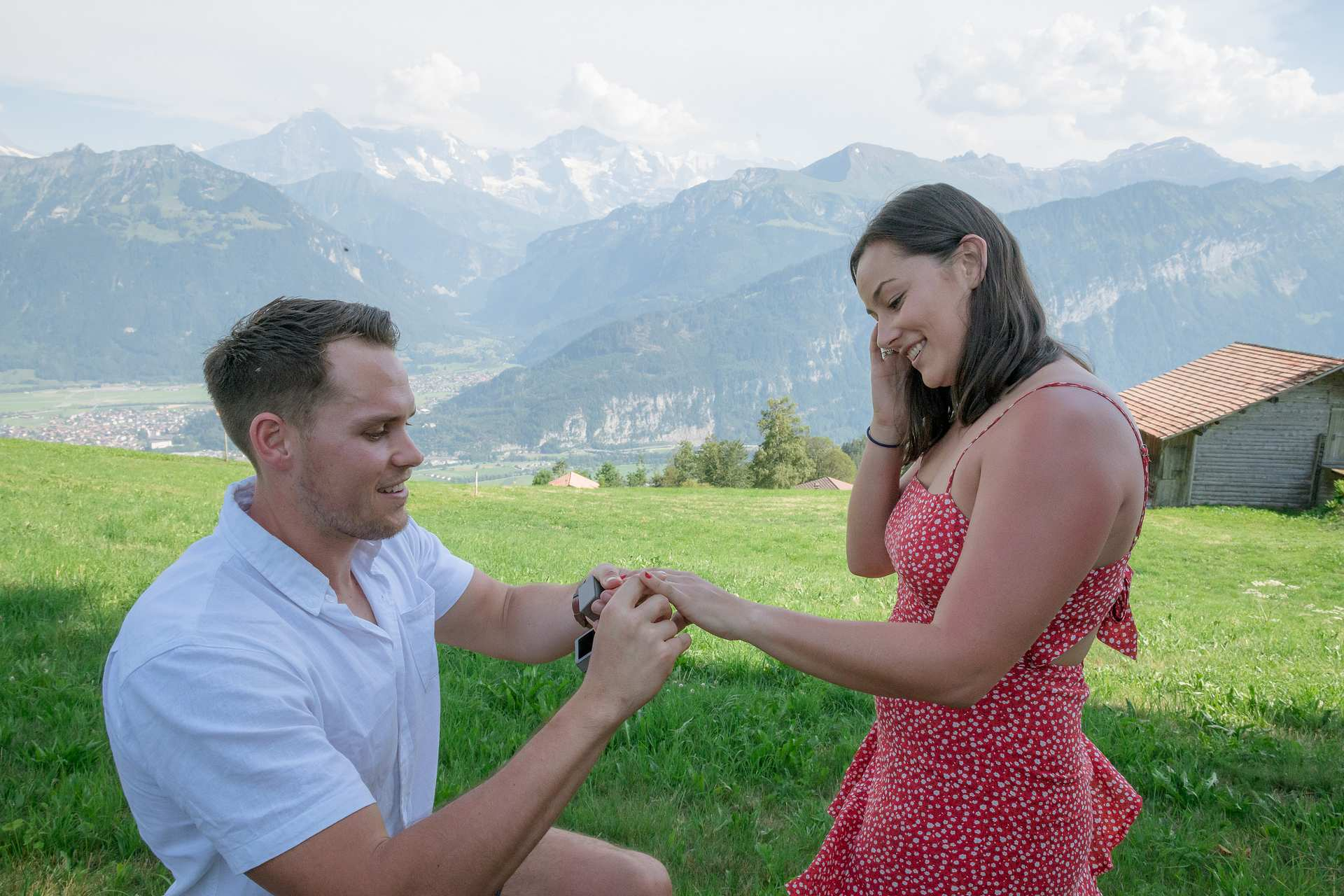 üPhotographer surprise engagement Interlaken