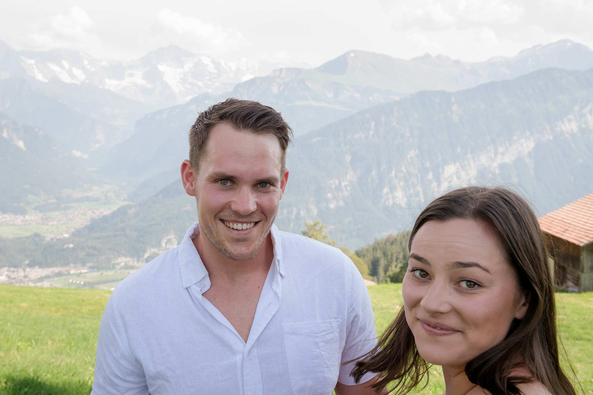 Photographer surprise engagement Interlaken
